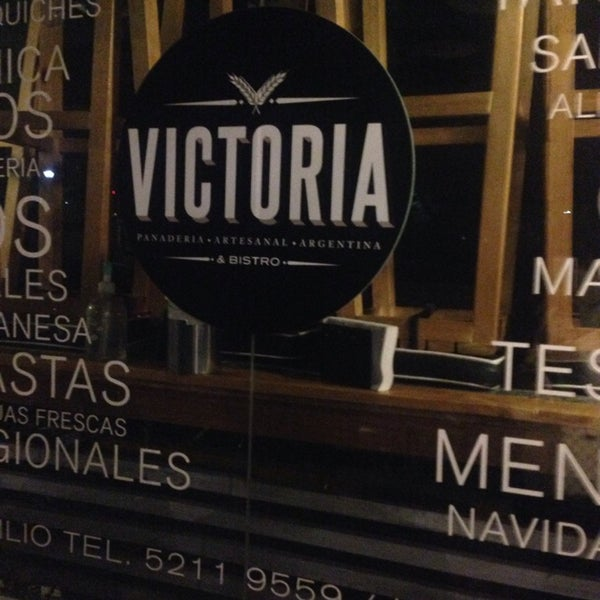 Foto tomada en Panaderia La Victoria por Rowena B. el 1/24/2014