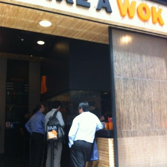 Foto scattata a Take a Wok da David C. il 10/29/2012
