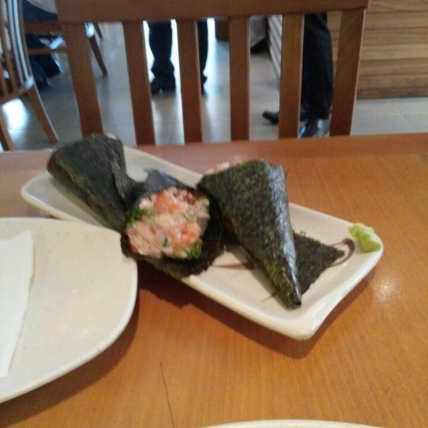 Foto tirada no(a) Sushi Koba por Thiago E. em 2/27/2015