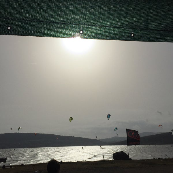 Foto scattata a Orsa Sörf Okulu da Ozgur S. il 5/15/2016
