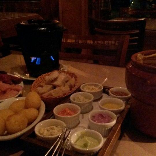 Foto tirada no(a) Restaurante Mont Vert por Renata F. em 5/20/2014