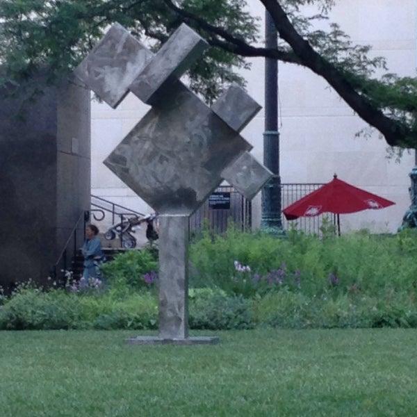 Photo taken at Sculpture Garden - Art Institute of Chicago by Wez B. on 6/28/2016