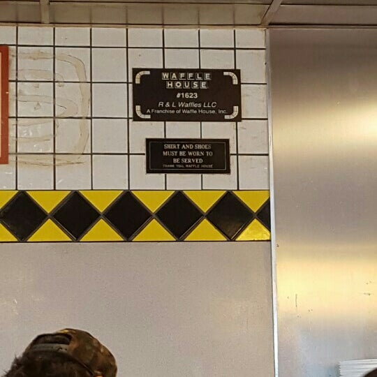 Photo taken at Waffle House by Rachie R. on 7/9/2016