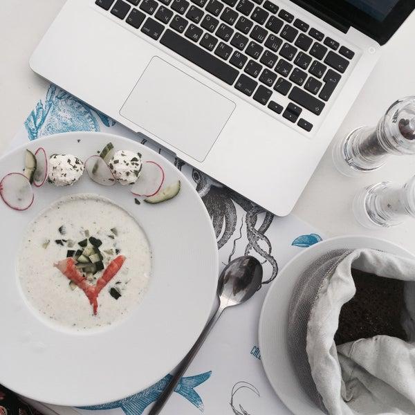 Холодный огуречный суп с креветкой и творожными шариками - просто то что нужно в летнюю жару! Легкий, питательный и освежающий!