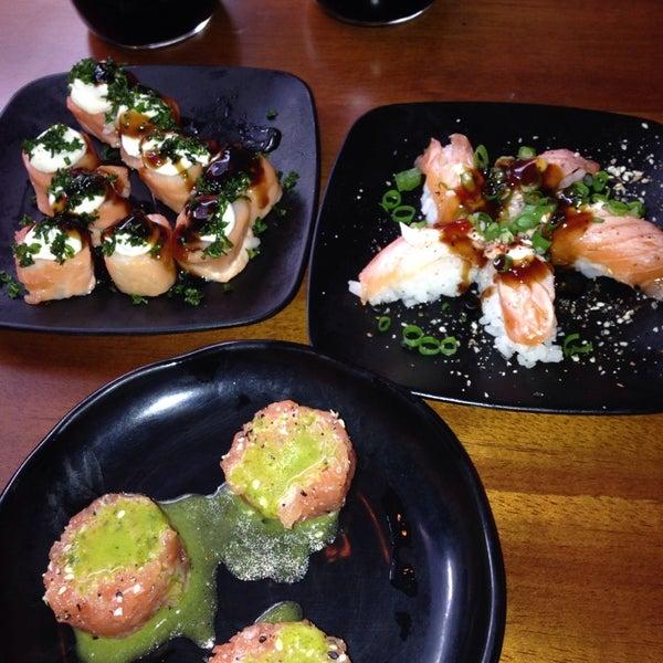 รูปภาพถ่ายที่ Saikou Sushi โดย Kdu C. เมื่อ 2/15/2014