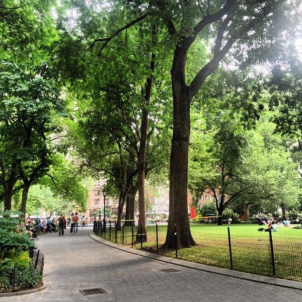 รูปภาพถ่ายที่ Madison Square Park โดย Greg W. เมื่อ 6/28/2013