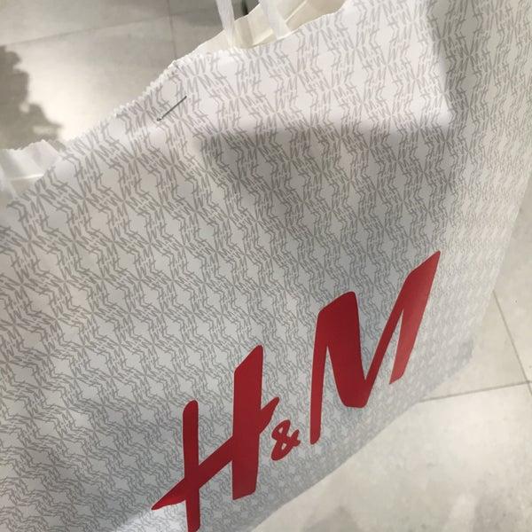 Das Foto wurde bei H&M von Marlon T. am 1/9/2016 aufgenommen