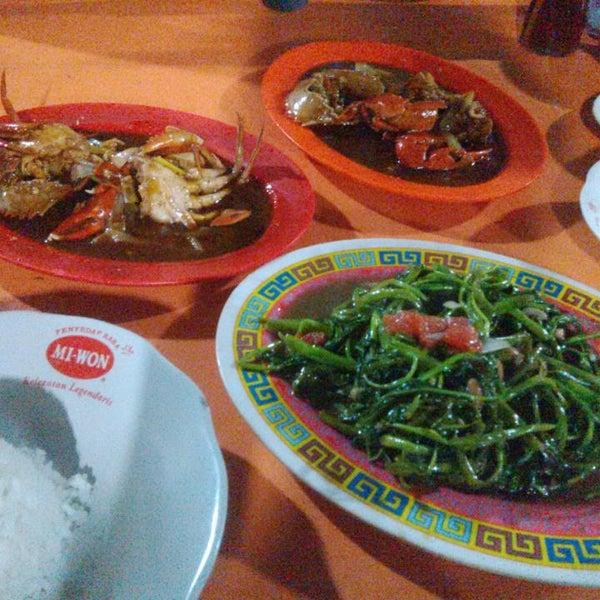 Photo taken at Pusat Kuliner Jajan Makan TMP Kalibata by Voizye M. on 5/9/2014