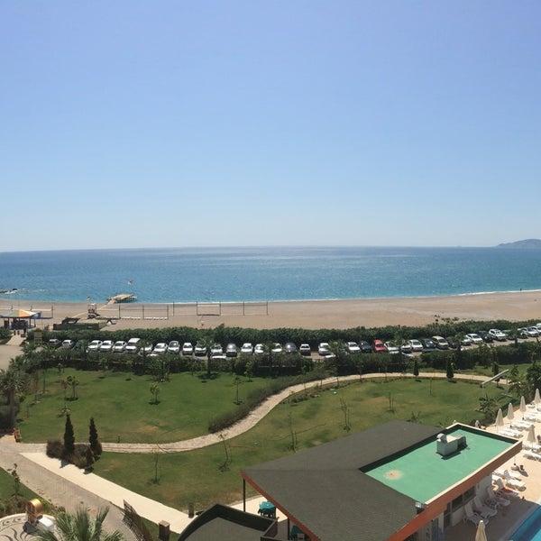 รูปภาพถ่ายที่ Ulu Resort Hotel โดย Alptuğ Ö. เมื่อ 8/26/2017