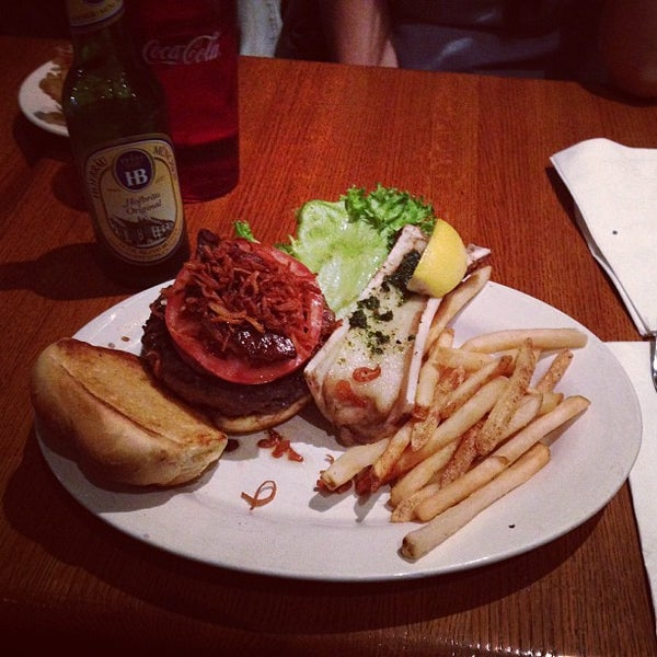 Photo taken at Ray's Hell Burger by Chonway T. on 4/1/2013