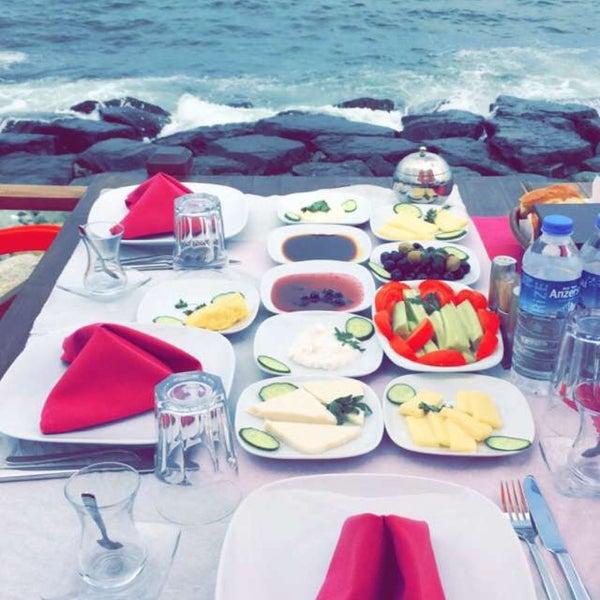 7/6/2016 tarihinde 𝓗𝓪𝓴𝓪𝓷 𝓚𝓮𝓻𝓮𝓶𝓲𝓽𝓬𝓲ziyaretçi tarafından Taçmahal Et Balık Restorant'de çekilen fotoğraf