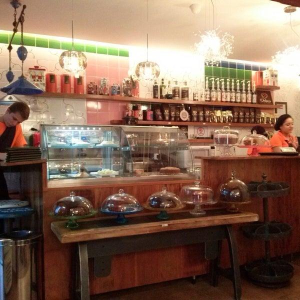 Foto tirada no(a) Florbela Café por Ricardo K. em 2/22/2014