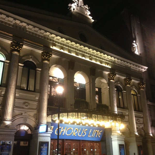 Foto scattata a The London Palladium da Kong M. il 2/23/2013