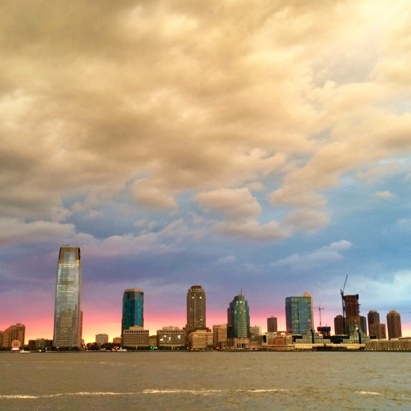 Foto tirada no(a) Battery Park City Esplanade por Christine O. em 7/22/2015