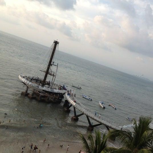 Foto tomada en Emperador Hotel & Suites por Liney C. el 12/2/2012