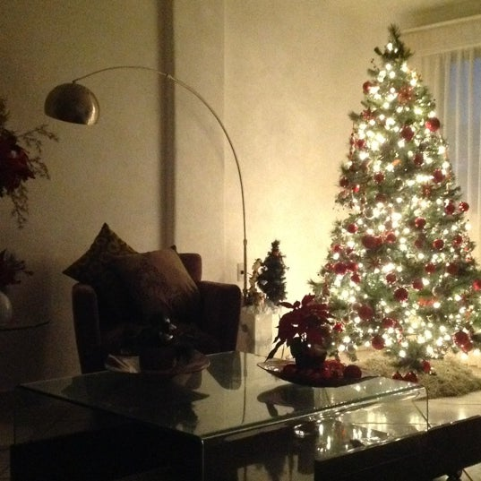 Foto tomada en Emperador Hotel & Suites por Liney C. el 12/21/2012