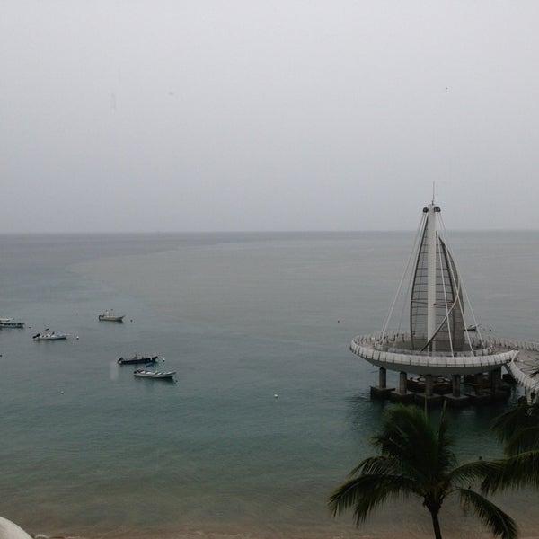 Foto tomada en Emperador Hotel & Suites por Liney C. el 1/1/2013