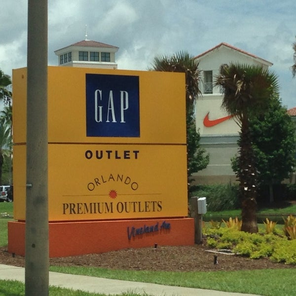 Photo taken at Orlando Vineland Premium Outlets by Lauu on 7/21/2013