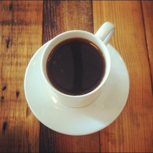 Foto tomada en Gaslight Coffee Roasters por Maureen el 10/1/2012