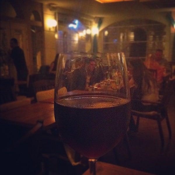 9/21/2012 tarihinde Ovunc T.ziyaretçi tarafından Uno Restaurant'de çekilen fotoğraf