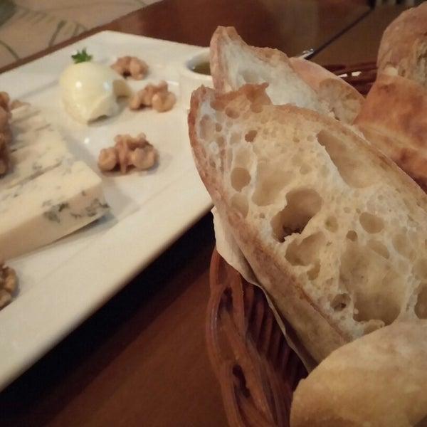 Foto tirada no(a) Domenico Pizzeria Trattoria por Jus V. em 11/8/2014