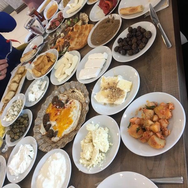 3/2/2018 tarihinde Esra S.ziyaretçi tarafından Kasr-ı Van Kahvaltı ve Kahve Evi'de çekilen fotoğraf