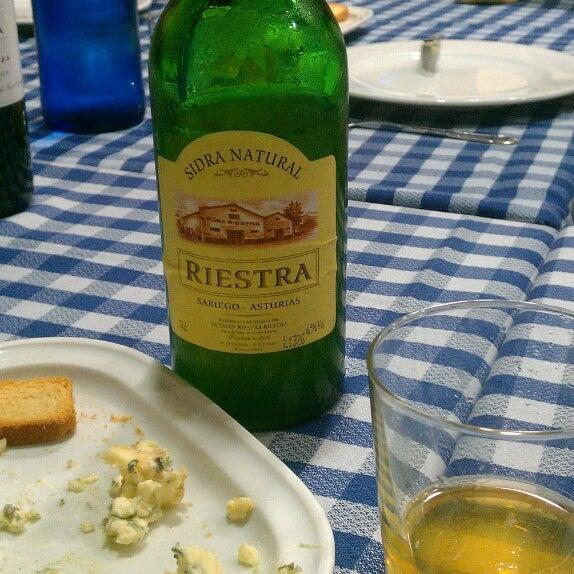 Foto tomada en Carlos Tartiere Restaurante Sidrería por Maximo R. el 12/19/2013