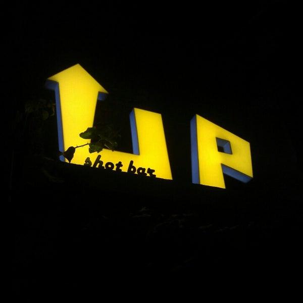 10/16/2013 tarihinde Çite C.ziyaretçi tarafından Up Shot Bar'de çekilen fotoğraf