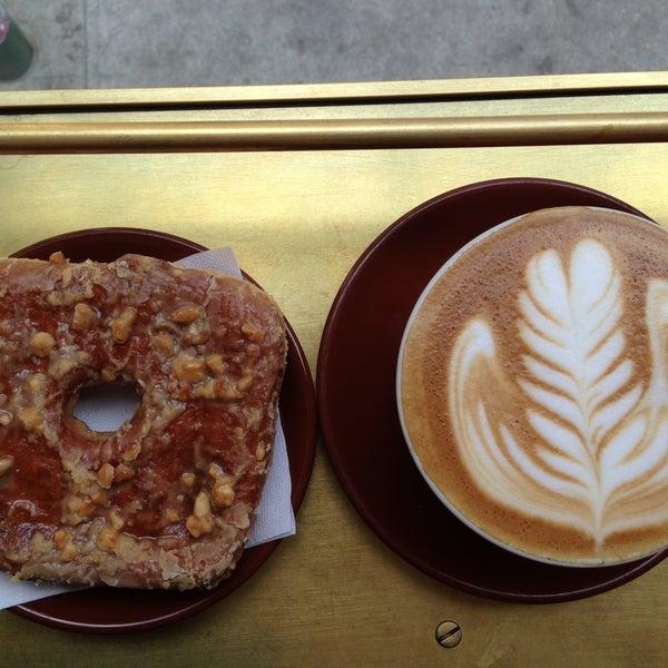 Photo taken at Stumptown Coffee Roasters by Vinh N. on 4/22/2013