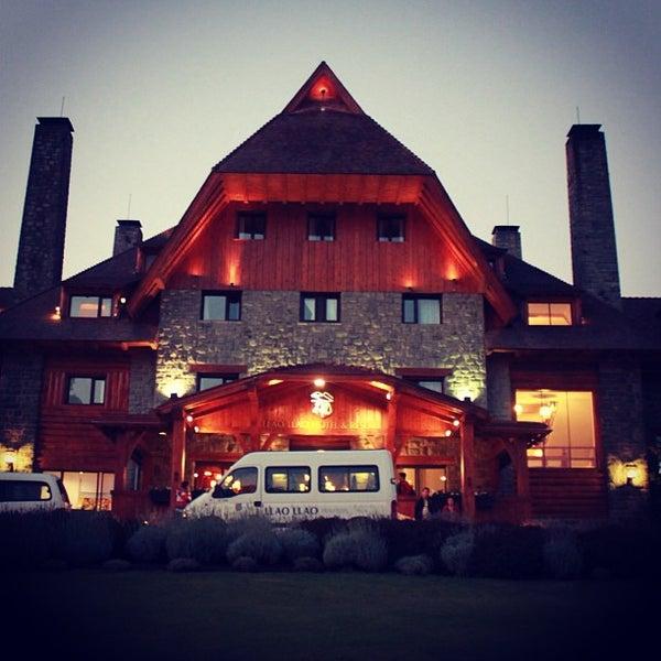 รูปภาพถ่ายที่ Llao Llao Hotel & Resort โดย Sir Chandler เมื่อ 3/19/2013
