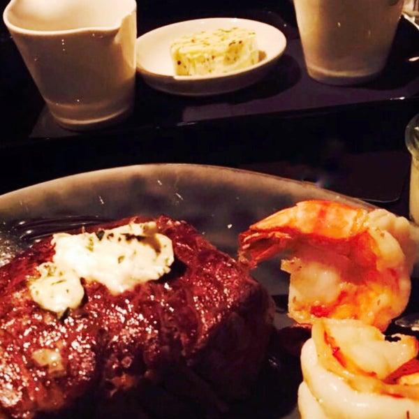 Das Foto wurde bei HEART Restaurant & Bar von MaJeD am 8/29/2017 aufgenommen