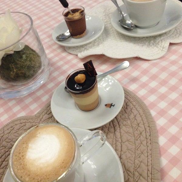 10/4/2015에 Cristina C.님이 Antonella Dolci e Caffé에서 찍은 사진