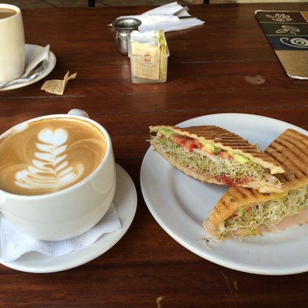 Foto tomada en Rico's Café Zona Dorada por Carlos R. el 4/8/2014