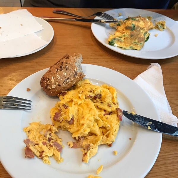 Scremvled eggs with bacon and spinach and goat cheese omlette was perfect! Try it eith small orange juice. Medium and large juices are too big. Enjoy