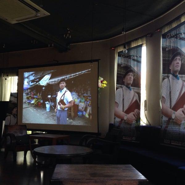 Photo taken at Lộc Vừng Café by Xi Muoi on 9/8/2016