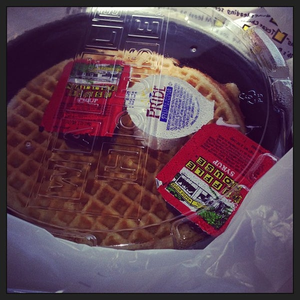 Photo taken at Waffle House by Ken P. on 7/4/2013