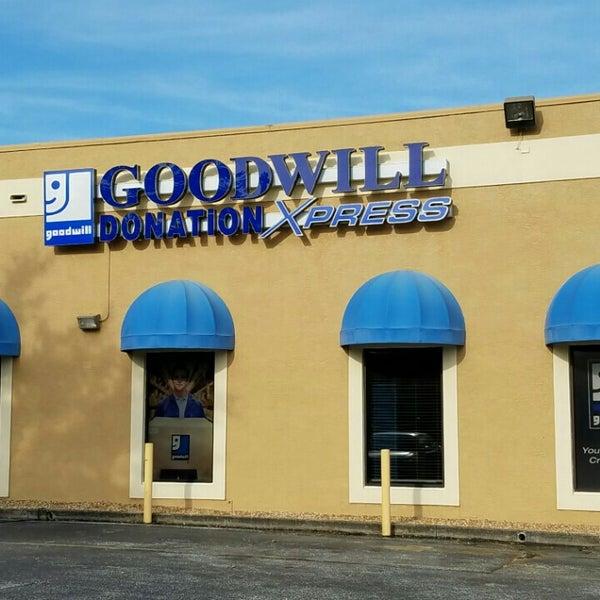goodwill donation xpress 7600 dr phillips blvd. Black Bedroom Furniture Sets. Home Design Ideas