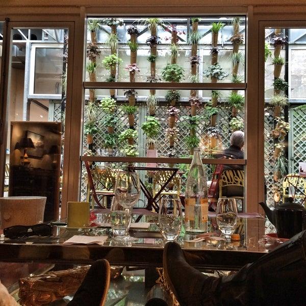 le salon du panth on caf in paris. Black Bedroom Furniture Sets. Home Design Ideas
