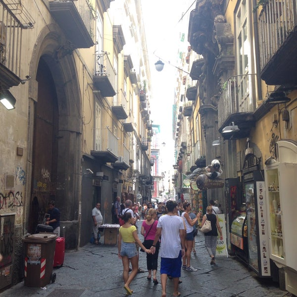 Where's Good? Holiday and vacation recommendations for Naples, Italia. What's good to see, when's good to go and how's best to get there.