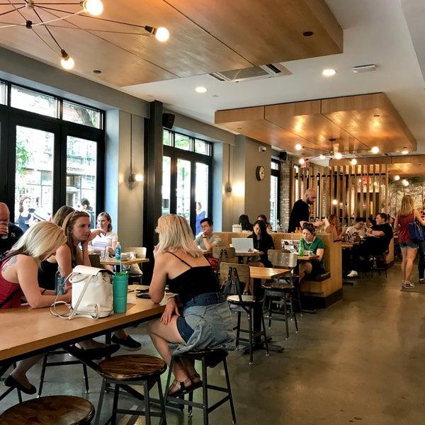 Снимок сделан в Irving Farm Coffee Roasters пользователем Moneerah 8/25/2018