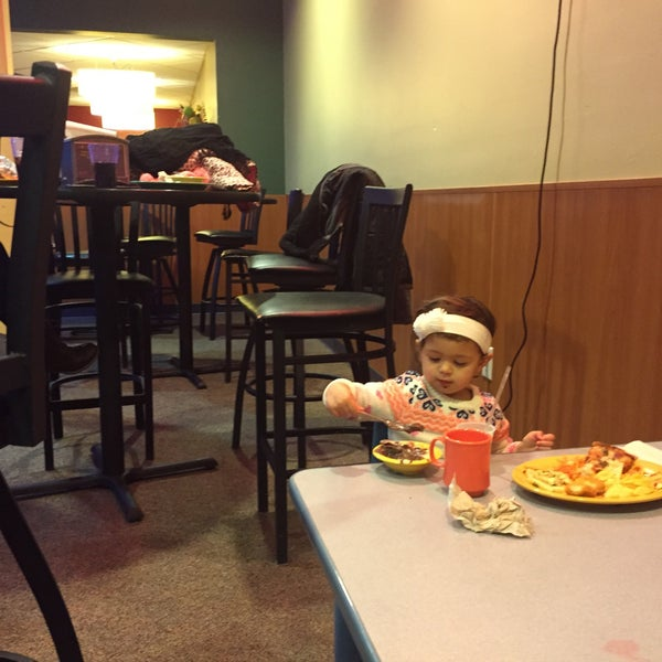 Photo taken at Stonefire Pizza Company by Edson N. on 1/25/2015