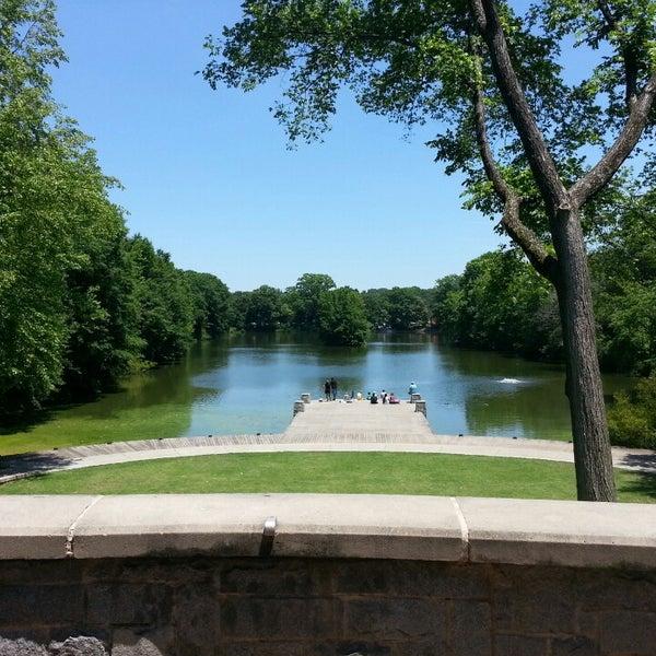รูปภาพถ่ายที่ Piedmont Park โดย Jason S. เมื่อ 5/26/2013