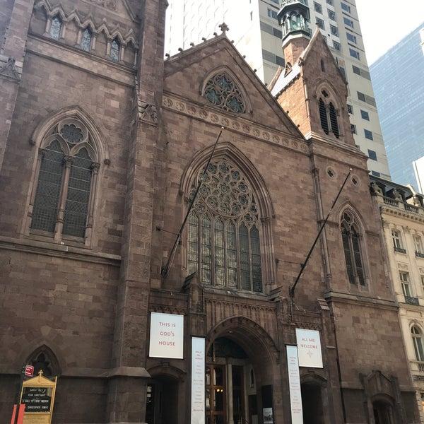 Foto diambil di Fifth Avenue Presbyterian Church oleh COUTUREBOY pada 7/2/2018