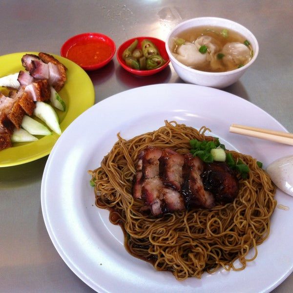 Photo taken at Restoran Chan Meng Kee (陈明记面家) by Zephyr L. on 4/7/2015