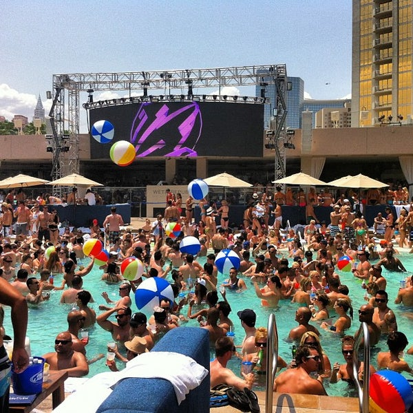 Wet republic ultra pool the strip 3799 las vegas blv for Pool show vegas