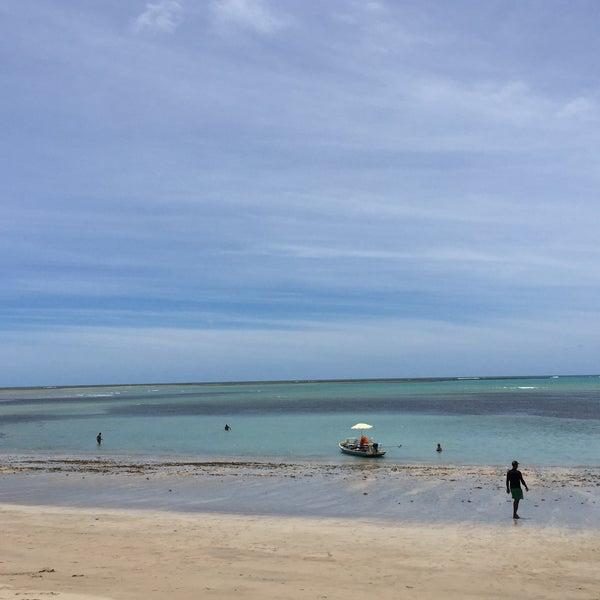 Foto tirada no(a) Praia de São Miguel dos Milagres por Raphael S. em 2/12/2017