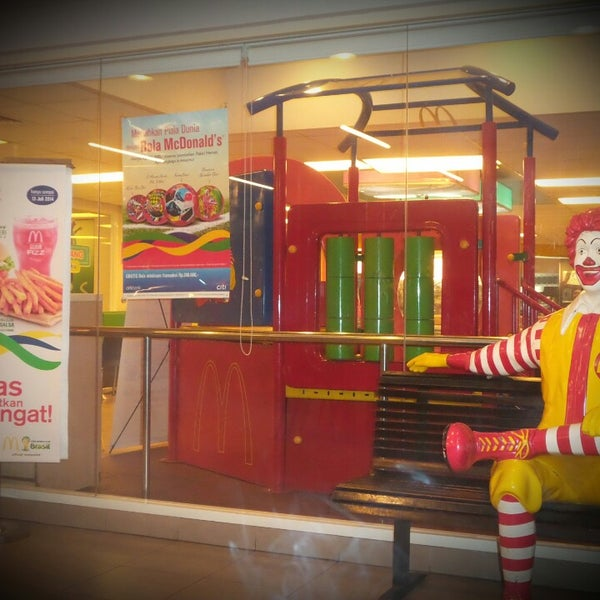 Photo taken at McDonald's by Idho T. on 6/16/2014