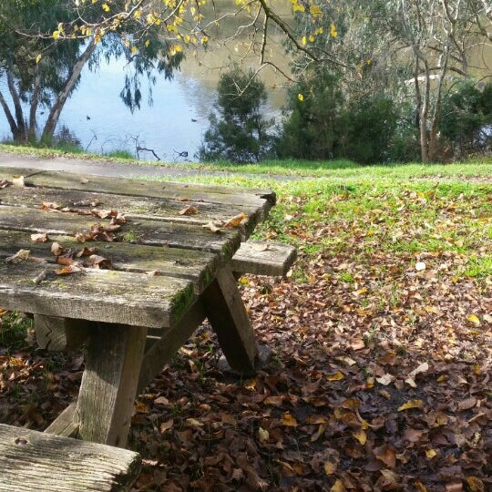 merri creek trail trail in clifton hill. Black Bedroom Furniture Sets. Home Design Ideas