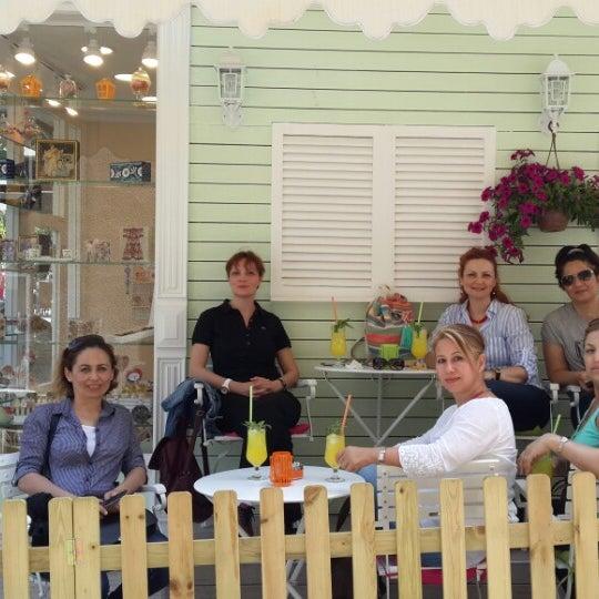 5/18/2015 tarihinde Aylin G.ziyaretçi tarafından Büyükada Şekercisi Candy Island Cafe Patisserie'de çekilen fotoğraf