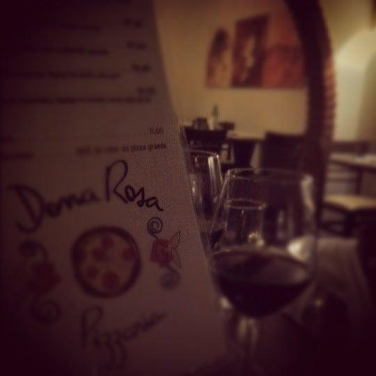 Foto tirada no(a) Dona Rosa Pizzaria por Ana V. em 5/11/2012